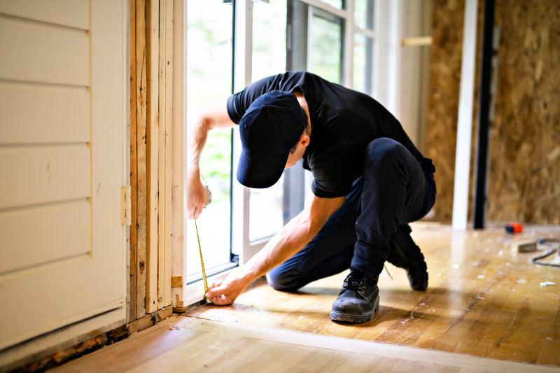 Soundproofing a sliding door. Sealing the bottom of a sliding door.