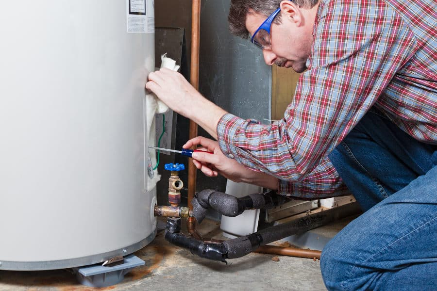 Water heater making noise. What cause the noise and how to fix a noisy water heater.