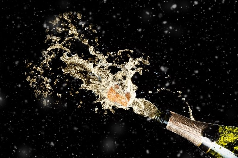 Opening a champagne bottle: How to do it quietly.